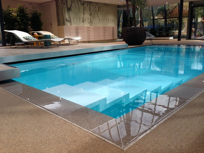 Piscine coque polyester fabrication ventes reparations for Piscine monobloc polyester