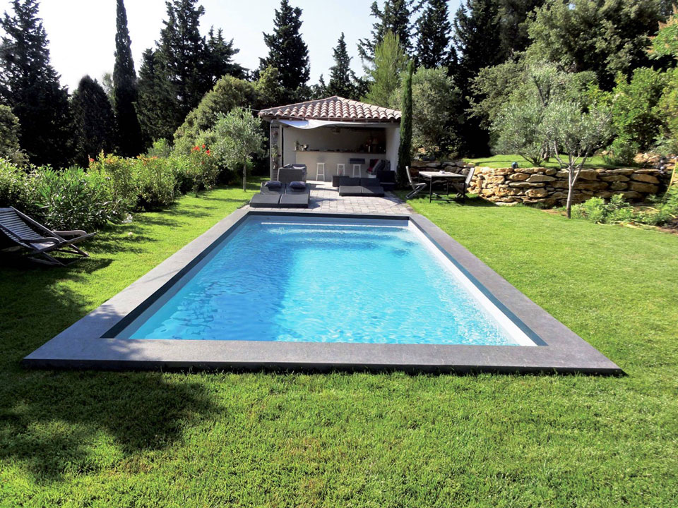 Piscine coque polyester fabrication ventes reparations for Piscine coque polyester