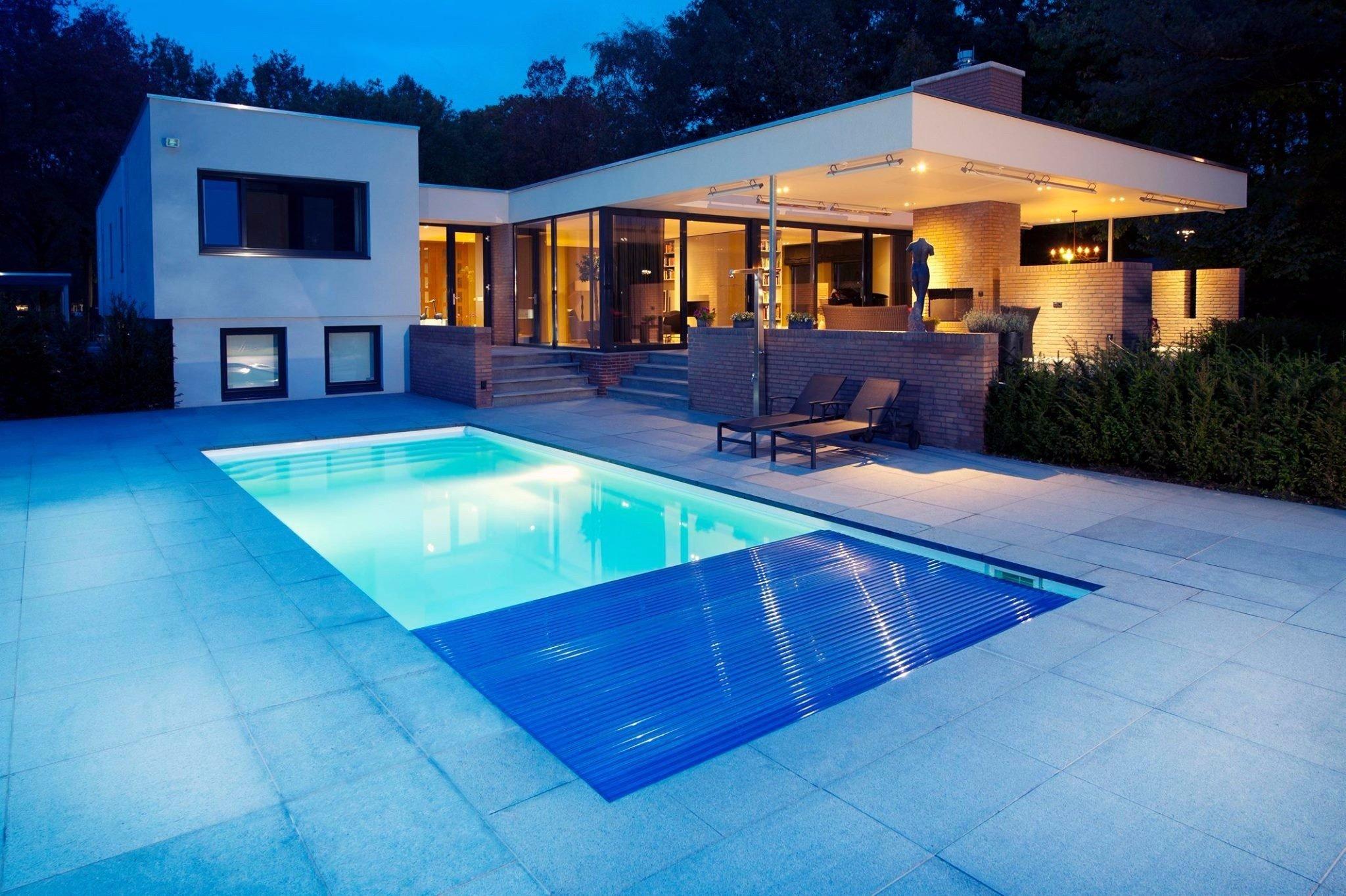 Construction et r novation de piscines ventes de for Piscine miroir fond mobile