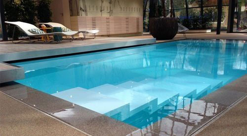 Construction et r novation de piscines ventes de for Piscine miroir coque